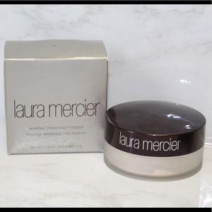 Laura Mercier mineral finishing powder
